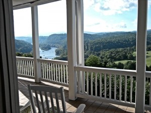 river_end_balcony_201407